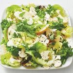 Салат из свежей цветной капусты и яблок