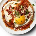 Уэвос-ранчерос: яичница на лепёшке с беконом