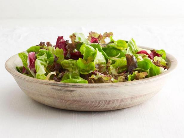 Фото Зелёный салат в заправке с шалотом