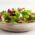 Зелёный салат в заправке с шалотом