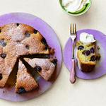 Тёплый пирог с изюмом и виноградом на оливковом масле