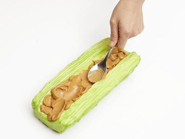 Торт «Муравьи на бревне»
