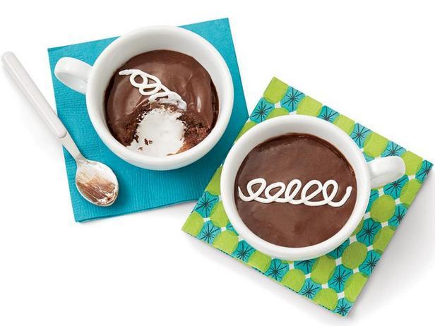 Фото Шоколадные кексы с маршмэллоу в кружке