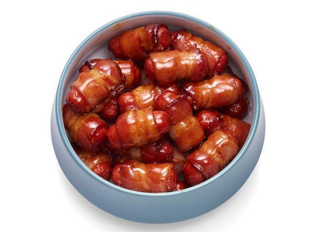Фото Коктейльные колбаски в хрустящем беконе