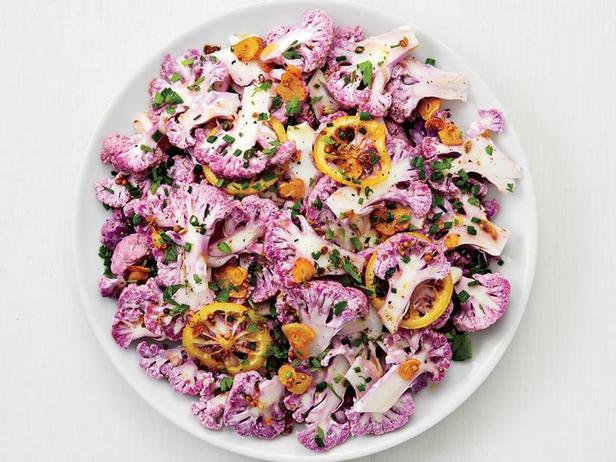 Фото Салат из фиолетовой цветной капусты