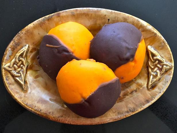 Фото Чёрно-оранжевое печенье