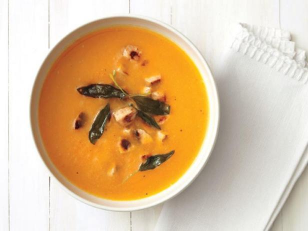 Фото Тыквенный суп с шалфеем и куриной колбасой