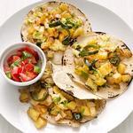 Мексиканские такос с яичницей и картофелем