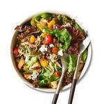 Зелёный салат с тёплой томатной заправкой