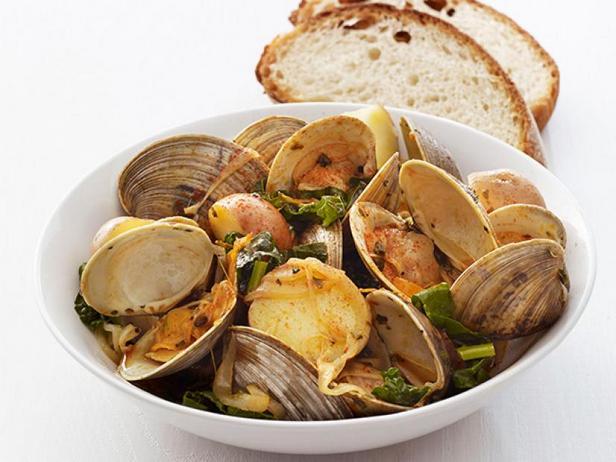 Фото Пропаренные моллюски с капустой кейл