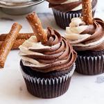 Шоколадные капкейки с кремом «День и ночь»