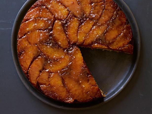 Фото Пирог-перевёртыш с апельсинами в солёной карамели