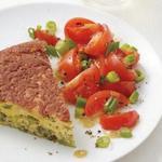 Омлет с брокколи и салатом из помидоров