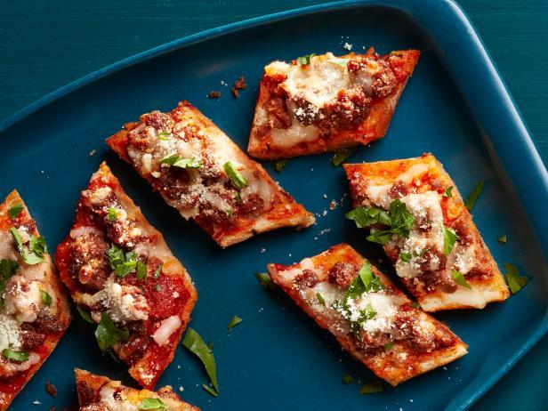 20. Пицца-багет с колбасой