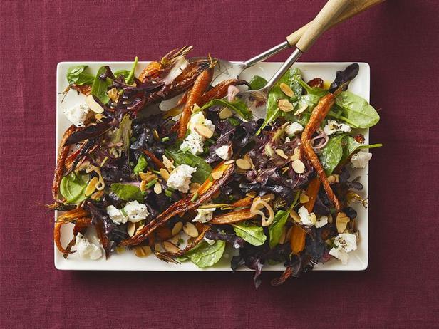 Салат со шпинатом, козьим сыром и печёной морковью