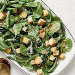 Салат «Цезарь» с зелёной фасолью и капустой кейл