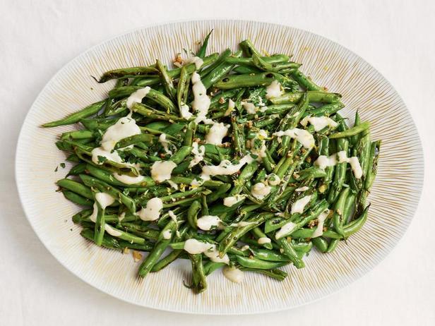Фото Жареная зелёная фасоль с соусом тахини