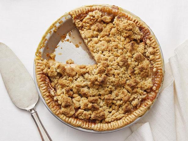 Фото Классический яблочный пирог-крамбл
