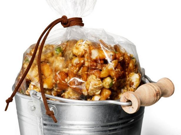 Фото Сладко-солёная смесь с попкорном