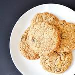 Овсяное печенье с финиками и кусочками ириса
