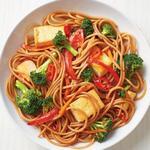 Острая лапша ло-мейн с тофу и овощами