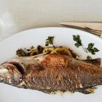Целая рыба с травами в духовке