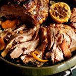 Жаркое из свинины с цитрусовыми и чесноком