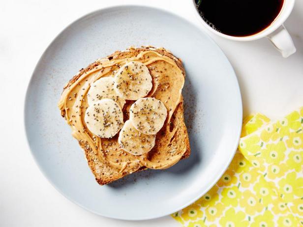 Тост с бананом и арахисовым маслом