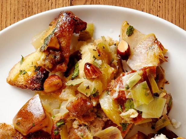 Фото Начинка с бриошью, грушами, итальянской колбасой и миндалём (гарнир)