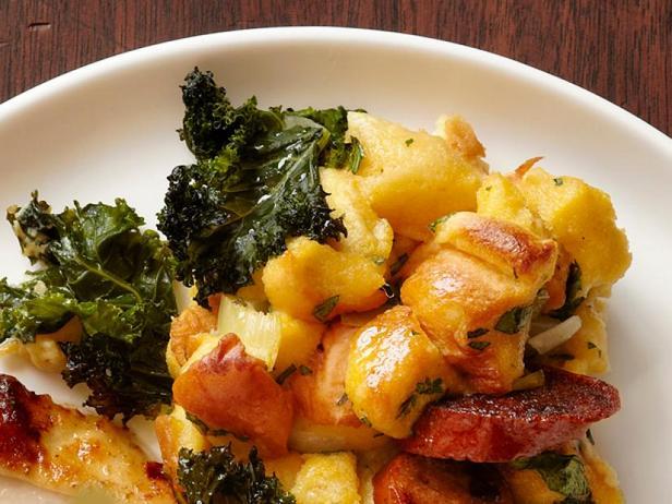 Фото Начинка с картофельным хлебом, капустой кейл и колбасками андуйет (гарнир)