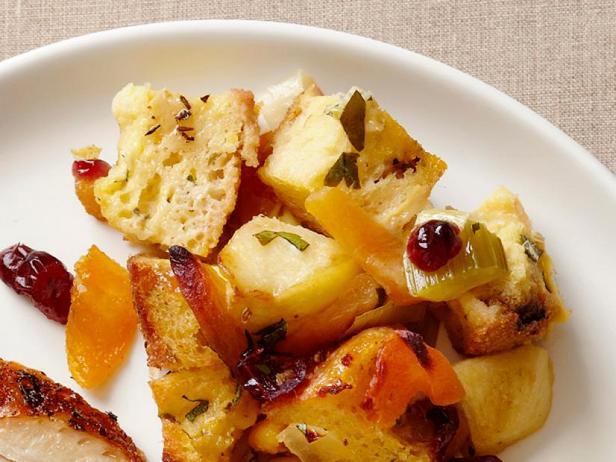 Фото Хлебная начинка с яблоками, сушёной клюквой и курагой (гарнир)