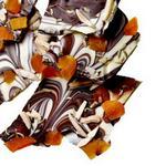 Мраморная шоколадная плитка с миндалём и курагой