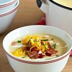 Суп из печёного картофеля с беконом, сыром и сметаной
