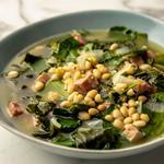 Фасолевый суп с ветчиной и листовой капустой