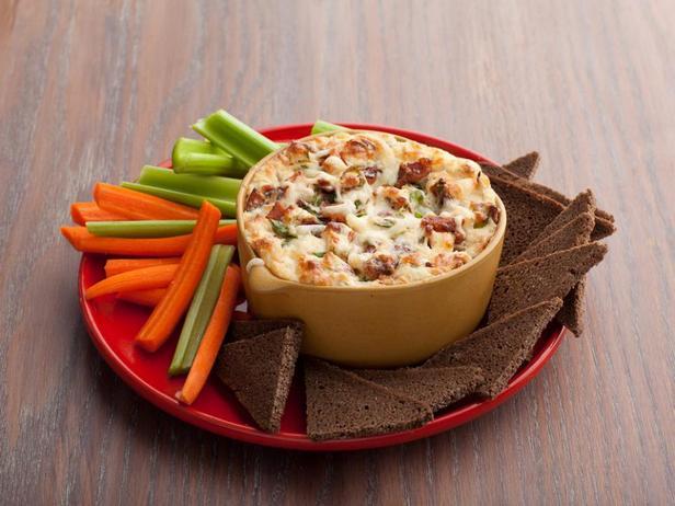 Дип-соус со швейцарским сыром и беконом