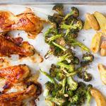 Ужин на противне: курица в глазури, картофель и брокколи