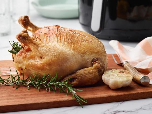 Целая курица, жареная в аэрогриле
