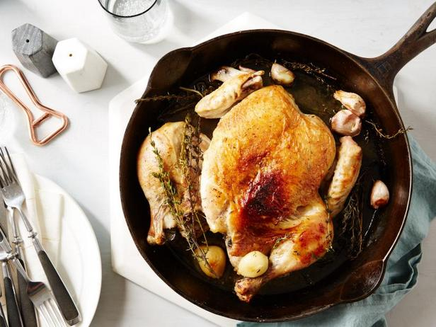 Жареная курица под кирпичом