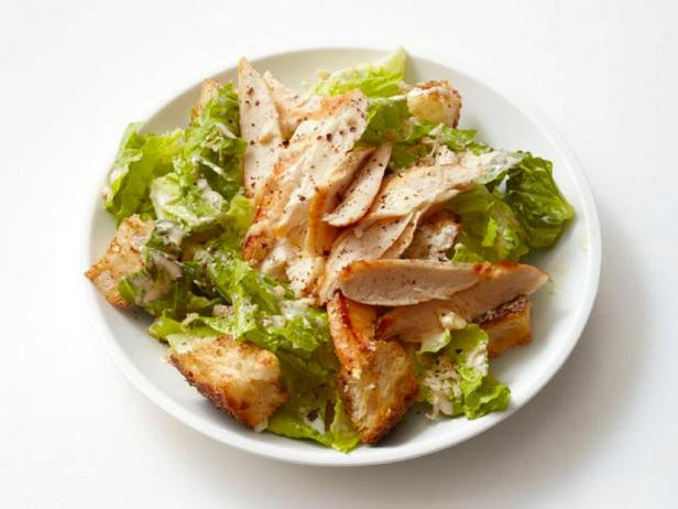 Лёгкий салат «Цезарь» с курицей