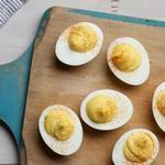 Фаршированные яйца с пикули