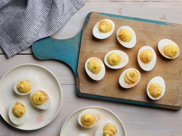 Фото Фаршированные яйца с пикули