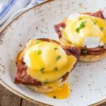 Яйца Бенедикт в простом голландском соусе