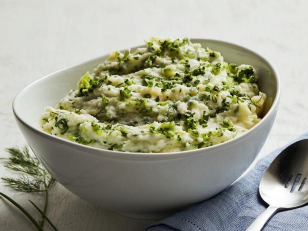 Фото Картофельное пюре с зеленью и брокколи
