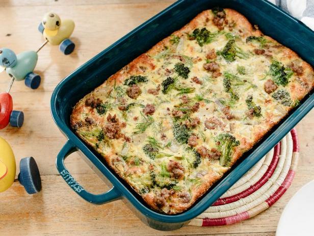 Фото Фриттата с картофелем, колбасой и брокколи