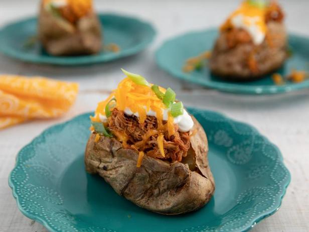 Фото Печёный картофель с курицей барбекю