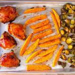 Ужин на противне: курица барбекю и брюссельская капуста