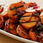 Салат из батата с карамелизированным луком