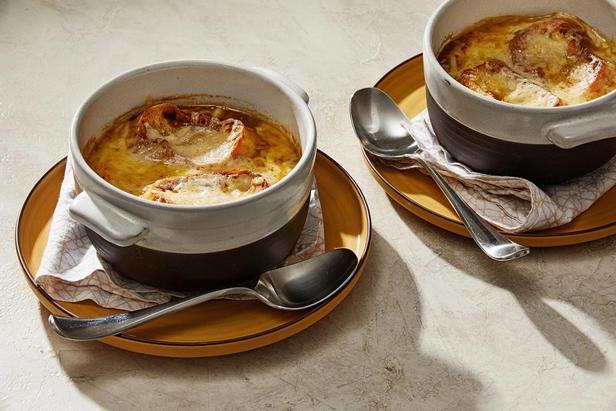 Фото Французский луковый суп с белыми грибами
