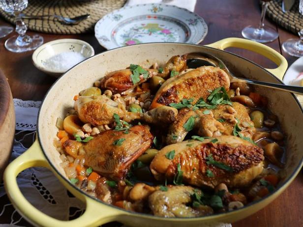 Рагу с курицей, сухофруктами и фундуком