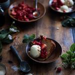 Сорбет из оливкового масла с ягодами и бальзамиком